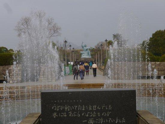 Nagasaki Peace Park: 平和の像