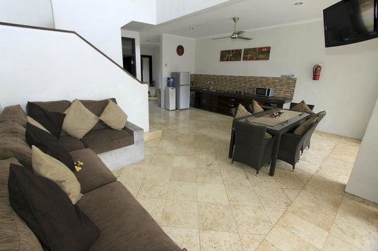 Kuta Regency Villa (B10): Four Bedroom Villa (Kitchen / Dining)