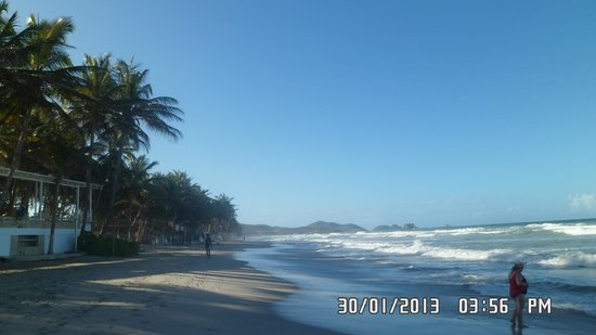 Hesperia Playa El Agua : La playa, frente al hotel. Muy peligrosa. No nos pudimos bañar allì