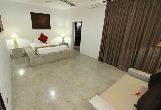 Kuta Regency Villa (B10): Four Bedroom Villa (Masterbedroom)