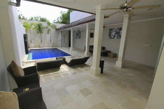 Kuta Regency Villa (B10): Four Bedroom Villa (Private Outdoor Pool Area)