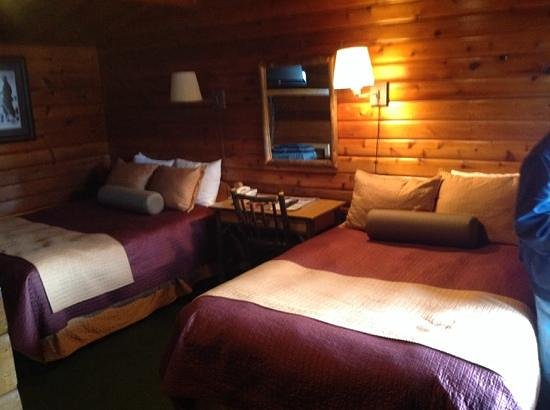 Antler Inn: Here is a Cedar Log Room