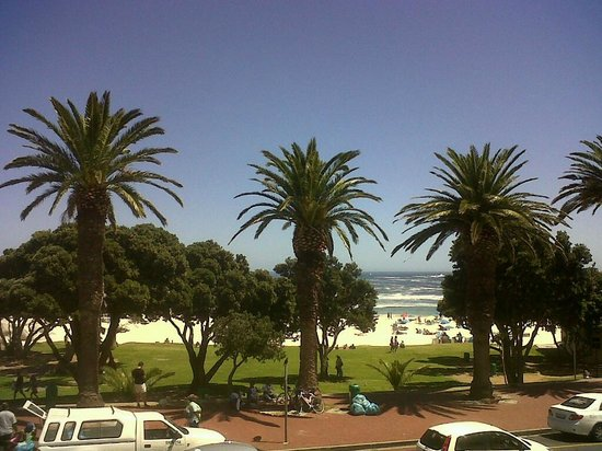 Madeira Restaurant : View of Camps Bay from Madeira's balcony