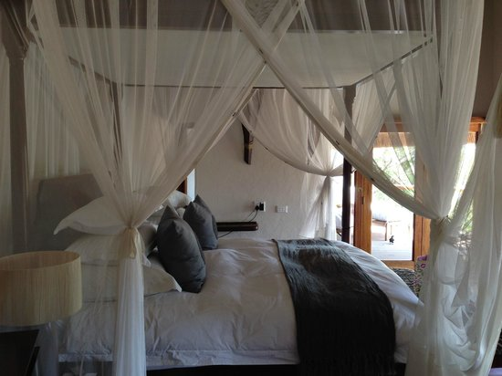 Royal Madikwe Luxury Safari Lodge : Amazing bed