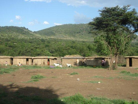 Sentrim Mara Camp: villaggio masai