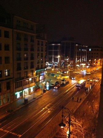Budapest Panorama Central : вид из номера №1 ночью