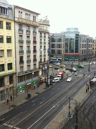 Budapest Panorama Central : вид из номера №1 днем