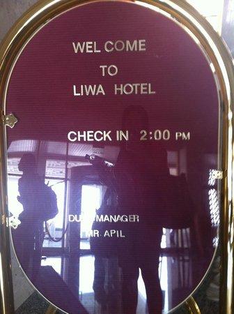 Tilal Liwa Hotel: entrance of the hotel