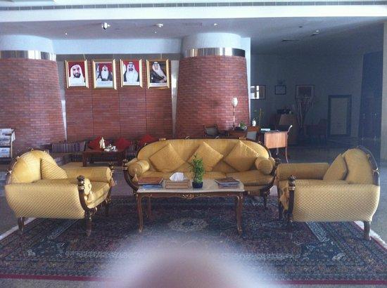 Tilal Liwa Hotel: receiving area