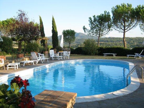 Agriturismo Il Catrino: piscina e solarium