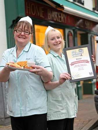 Donnelly's Bakery & Coffee Shop‎ : Eileen & Becky show off their award winning Ulster Fry!