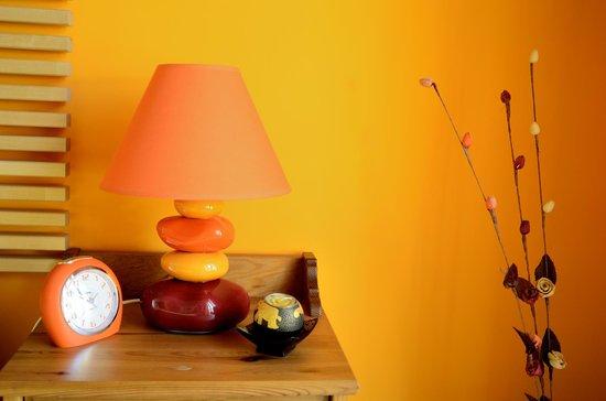 Why Not?: Particolare camera arancio