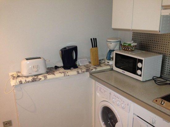 Piamonte Apartments: Utensilios de cocina.