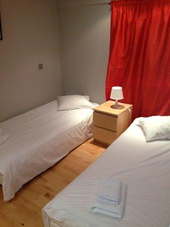 Piamonte Apartments: Segunda habitación ( con puerta)