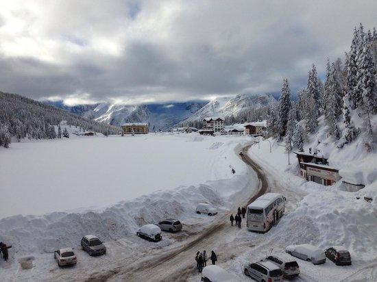 Grand Hotel Misurina: Il Lago di Misurina sommerso dalle eccezionali nevicate