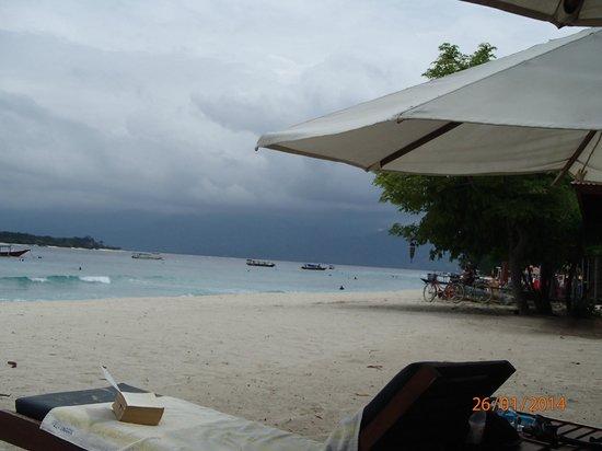 Villa Unggul: Beach out front