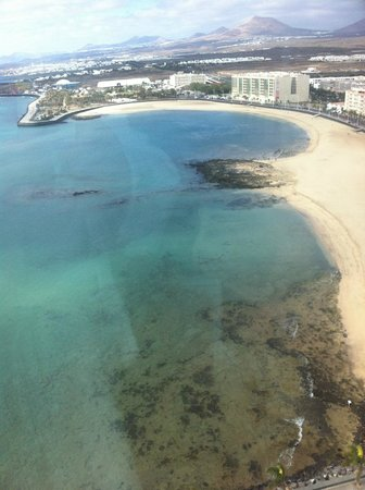 Arrecife Gran Hotel & SPA: View of beach at the side of the  Hotel