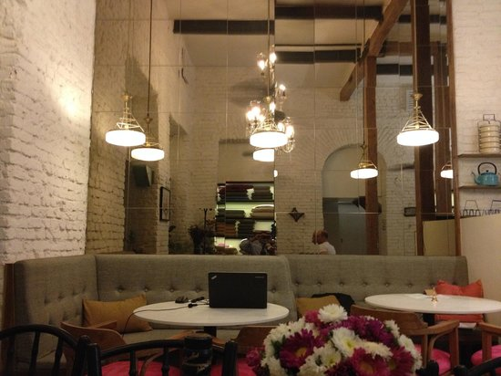 Abode Bombay : Joyful Lobby Space