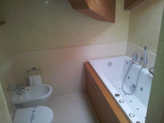 Miramonti Park Hotel: bagno con idromassaggio