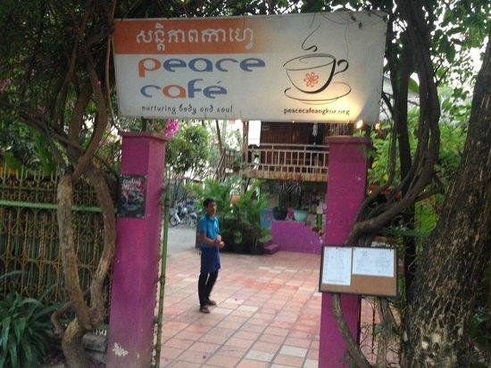 Peace Cafe: Entrance