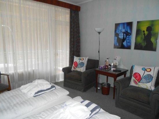 Hotel Bel Air Sport & Wellness : Chambre spacieuse et bien équipée