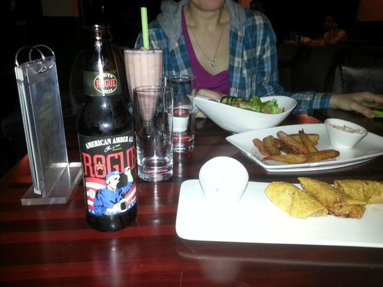 13FACTORIES: Rogue beer, Chorizo Taquitos, Sweet Potatoe Fries and a Strawberry Guava Smoothie.