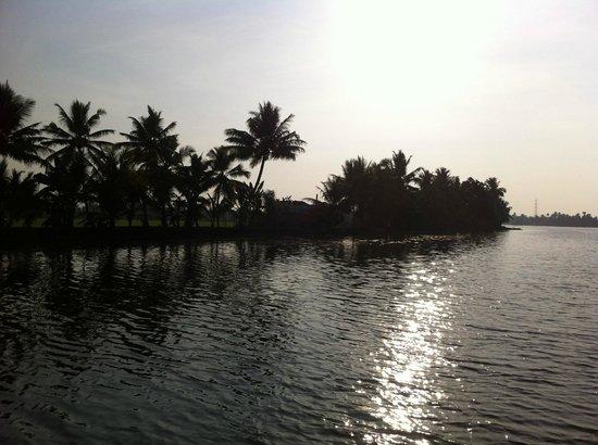 Lakes & Lagoons Tour Company: Beautiful Backwaters!
