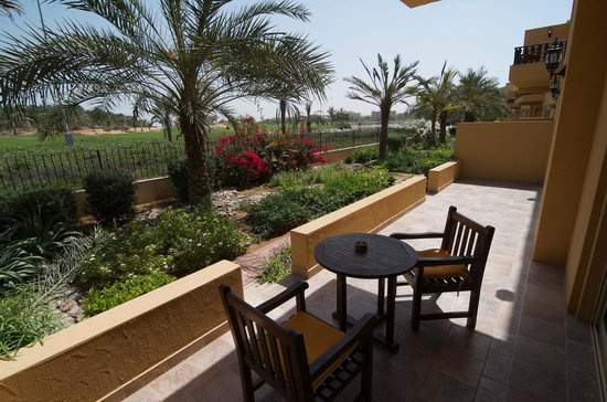 Al Hamra Residence & Village: терасса номера Junior Suit