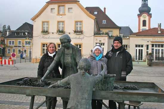Schwetzinger Brauhaus zum Ritter: Hommage aux asperges devant le Brauhaus Zum Ritter