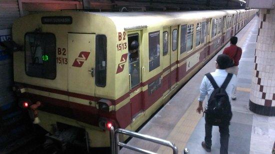 Metro Railway : 旧型車両。