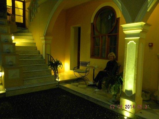 Casa Delfino Hotel & Spa : Coffee in the courtyard