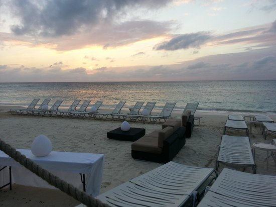 Grand Cayman Marriott Beach Resort: Sunset
