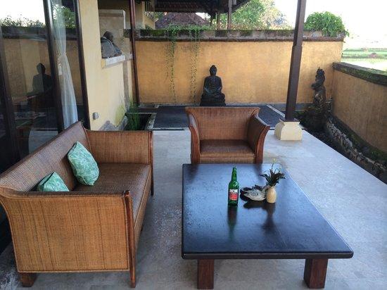 Mandala Desa: de veranda van een van de villa's