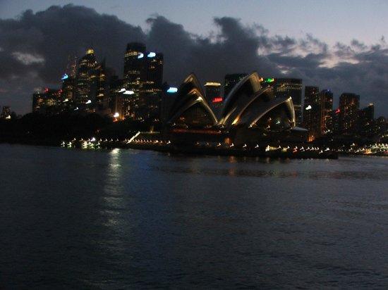Sydney Opera House : Opera at night
