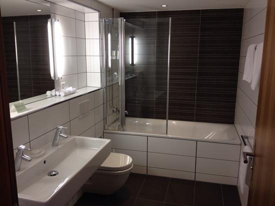 Hotel Testa Grigia : gorgeous bathroom - warm so towels dried