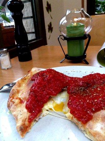 Ristorante Pizzeria Da Salvi: カルツォーネ