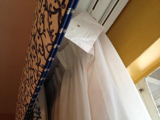 Carmel Wayfarer Inn : Curtains coming down