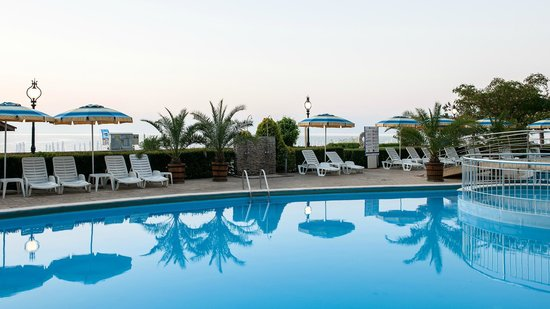 Grifid Encanto Beach: Pool area