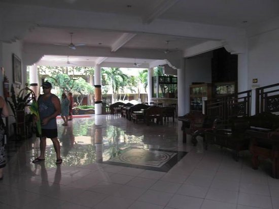 Melasti Legian Beach Resort & Spa: Foyer