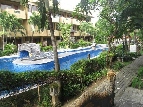 Melasti Legian Beach Resort & Spa: Heated pools