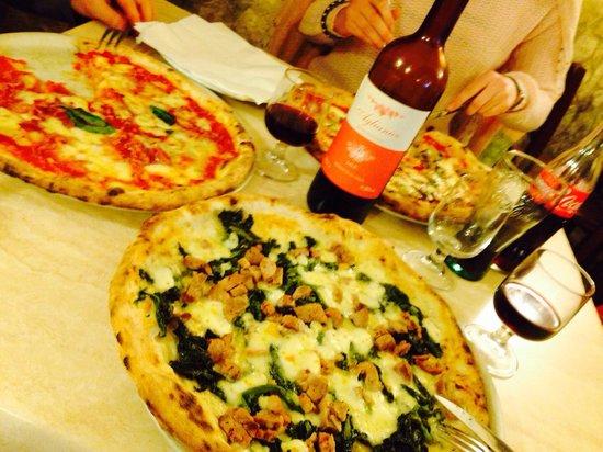 Dal Presidente Pizzeria: Od dołu Carrettiere, Diavola i Margherita con funghi
