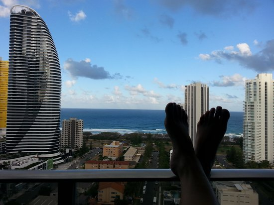 Meriton Suites Broadbeach : awesome view, but I think the opposite hotel looks even better...