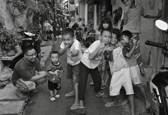 Evy's Benhil Homestay: neighborhood kids