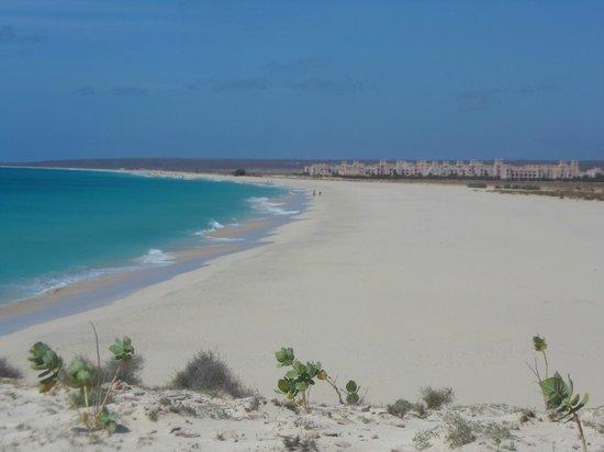 Hotel Riu Touareg: The crowded beach!!!