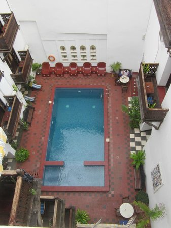 Dhow Palace Hotel : Pool