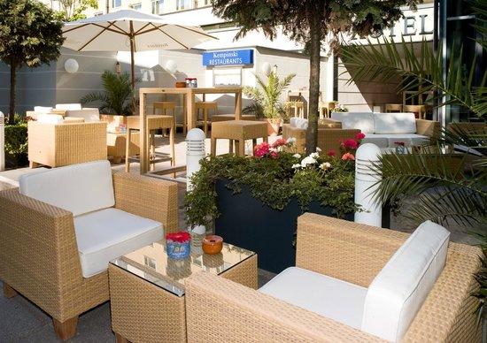 Kempinski Hotel Bristol: Summer Lounge