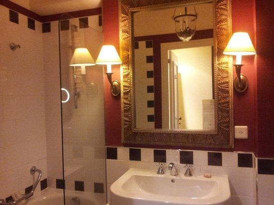 Hotel Kipling - Manotel Geneva: BATHROOM