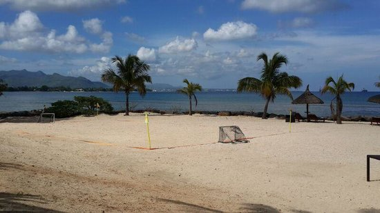 InterContinental Mauritius Resort Balaclava Fort: Small place to play football