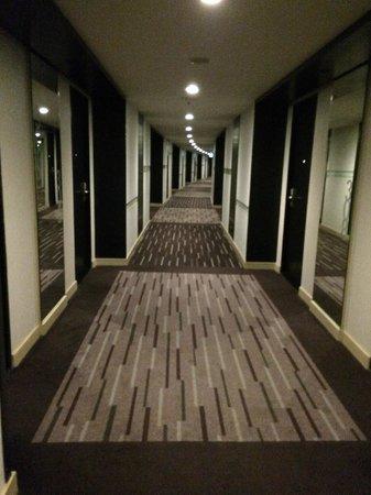 Best Western Premier Amaranth Suvarnabhumi Airport : Guest floor hallway