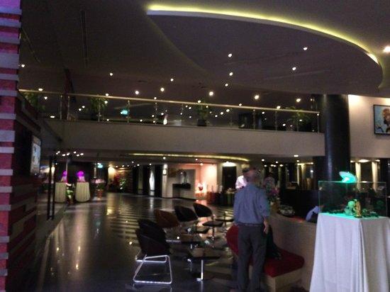 Best Western Premier Amaranth Suvarnabhumi Airport : Lobby at 6 a.m.